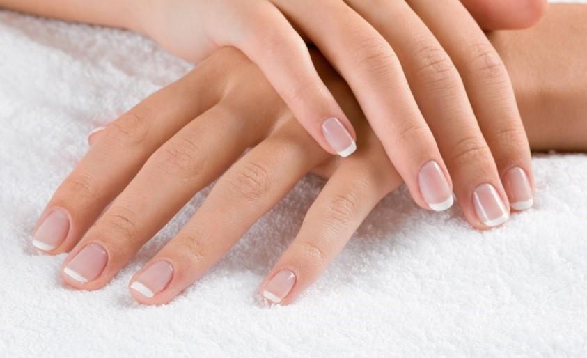 20110812123852  nail salon3 هفت گام برای داشتن ناخنهای شفاف