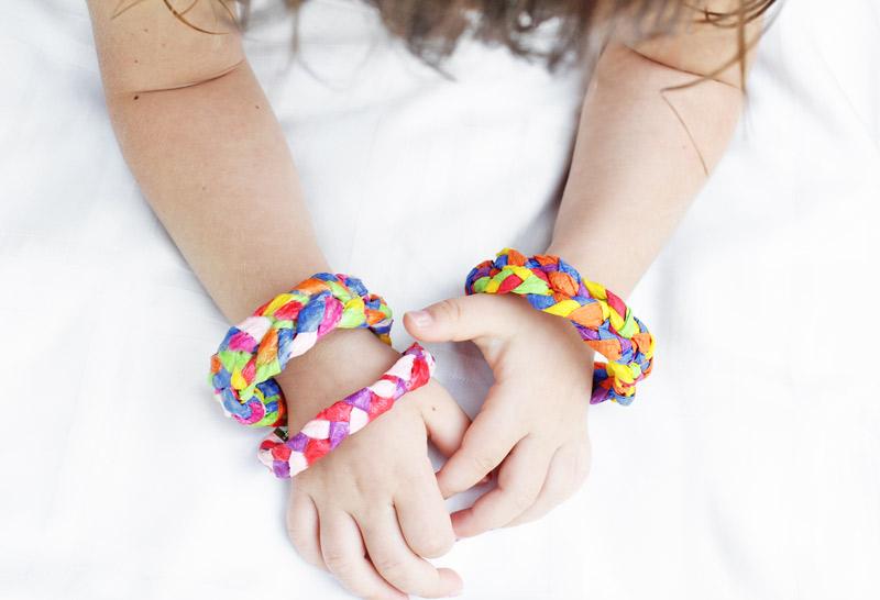 Crepe Paper Bracelets BABBLE DABBLE DO hero آموزش گام به گام/ دستبندهای رنگی رنگی