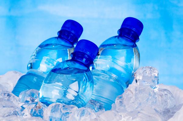 bottled water myths بطریهای آب معدنی را فریز نکنید