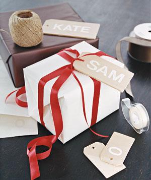 wrap wood tag 300 پنج ایده خلاقانه برای تزئین و کادو کردن هدیهها